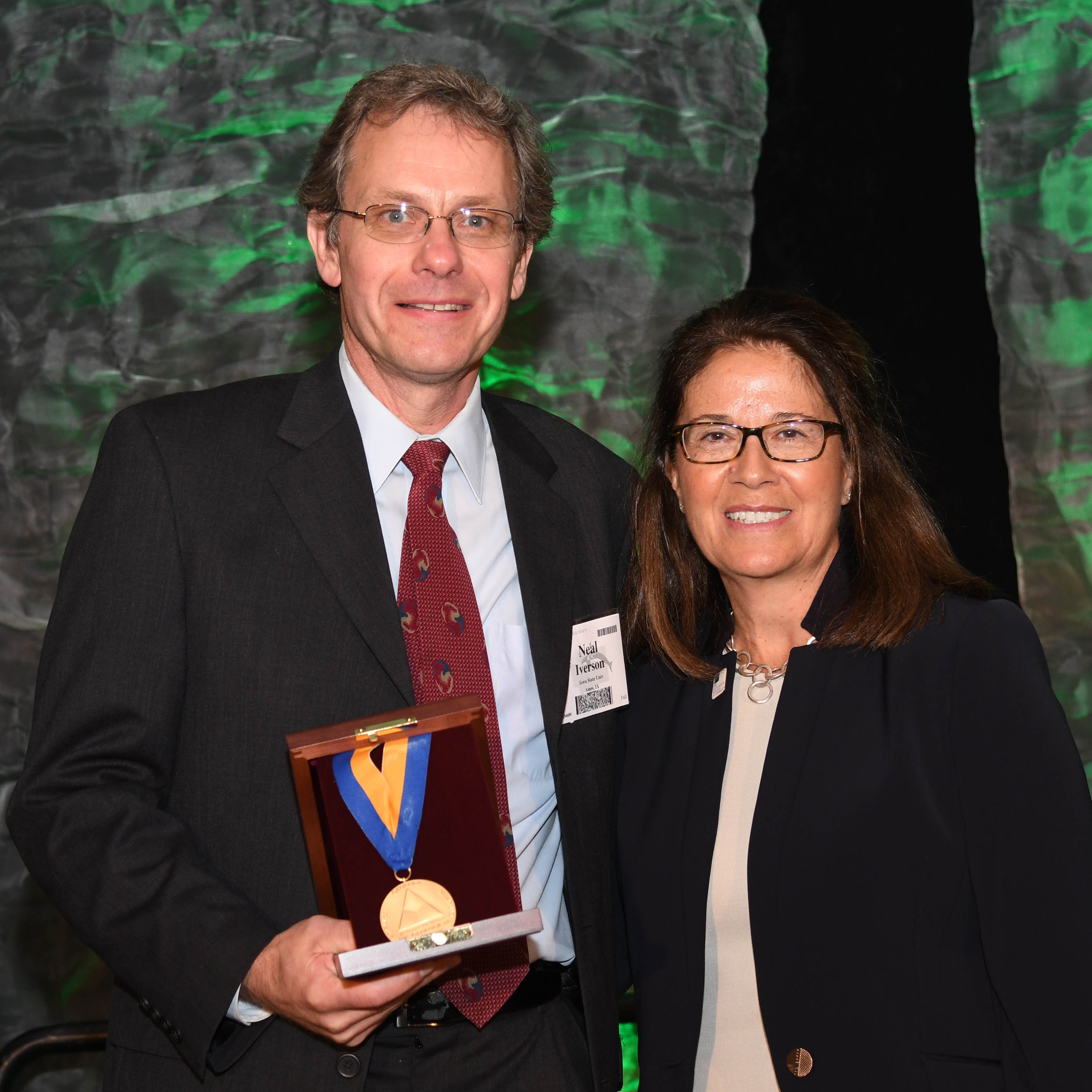 Neal Iverson with GSA president Isabel Montañez at the 2017 Annual GSA Meeting