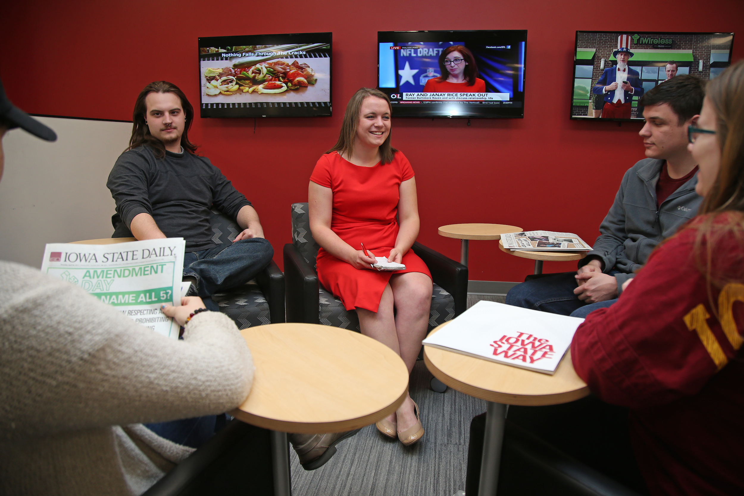 Barske meets with some of her staff in the newsroom. (Blake Lanser/Iowa State University.)