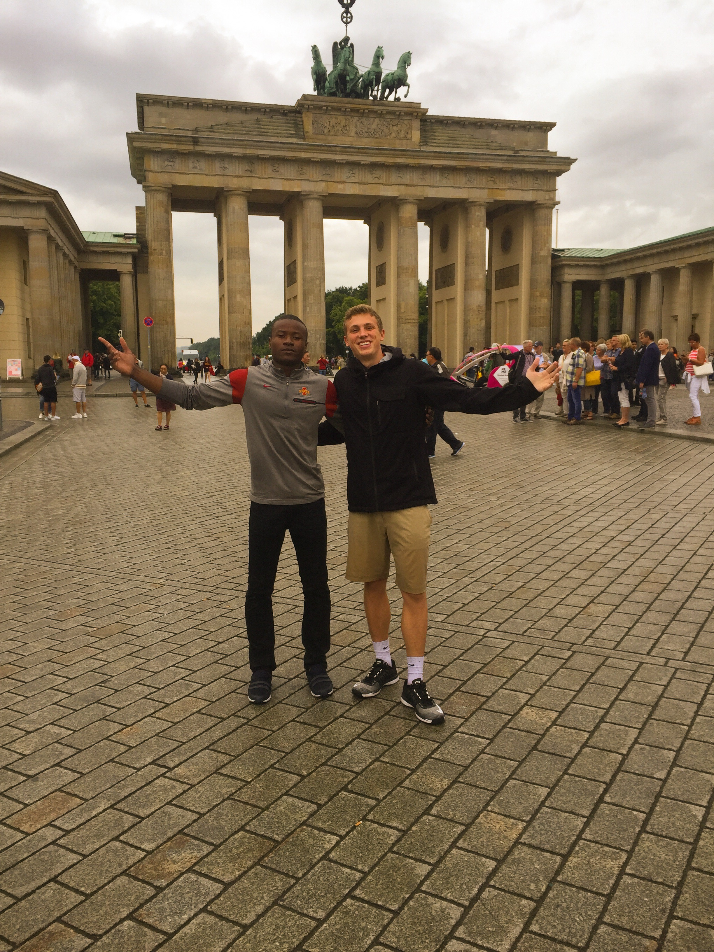 Benito Kayenge in front of the Brandenburg Gate with a friend during the LAS Global Seminar in Berlin in July 2017.