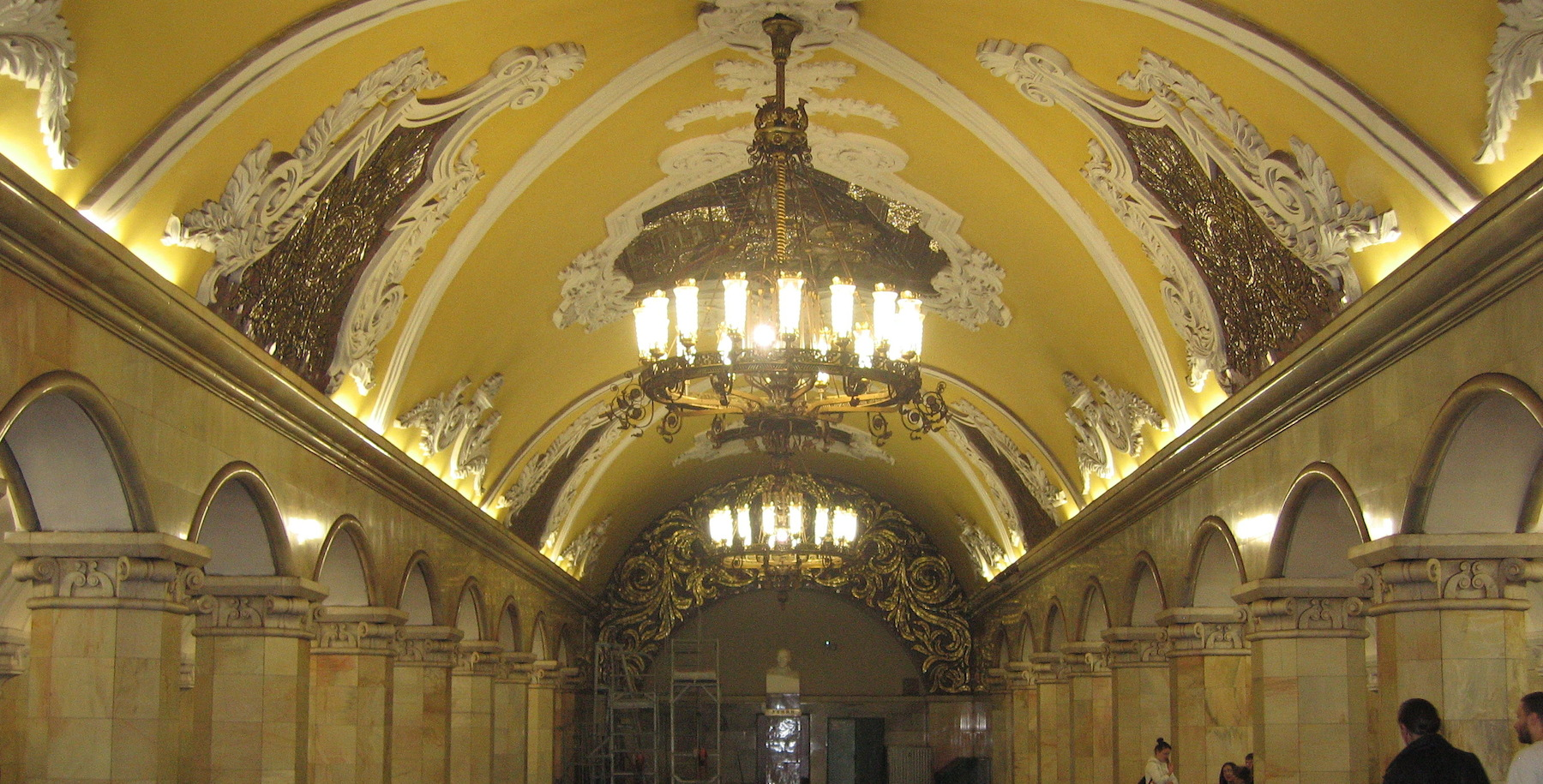 Komsomolskaya (communist youth league) Station, built after World War II. The architecture, more baroque in nature, typifies the architecture of the time period and contains images that glorify Russian history even before the revolution in 1917.