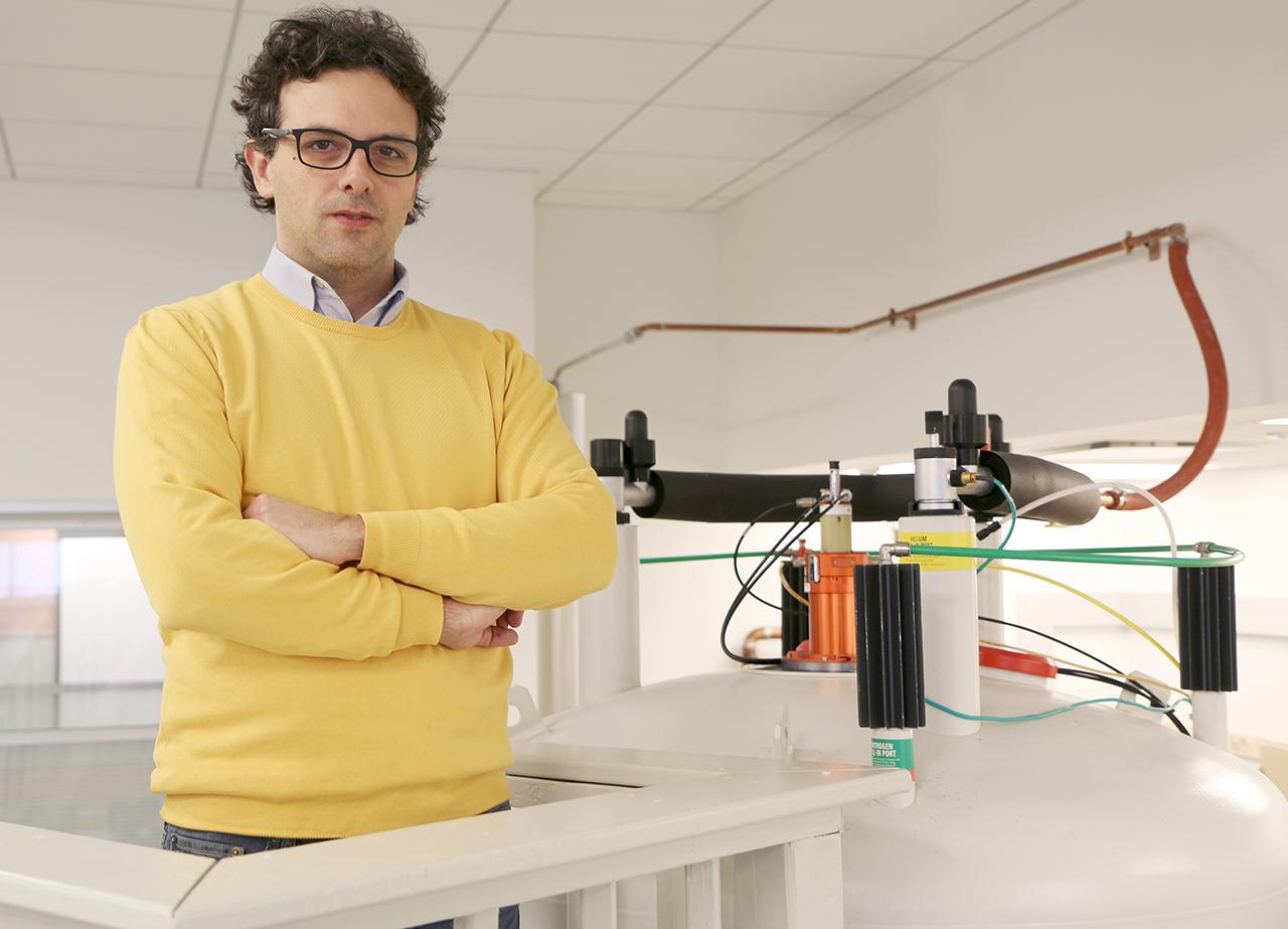 Vincenzo Venditti with the NMR machine.