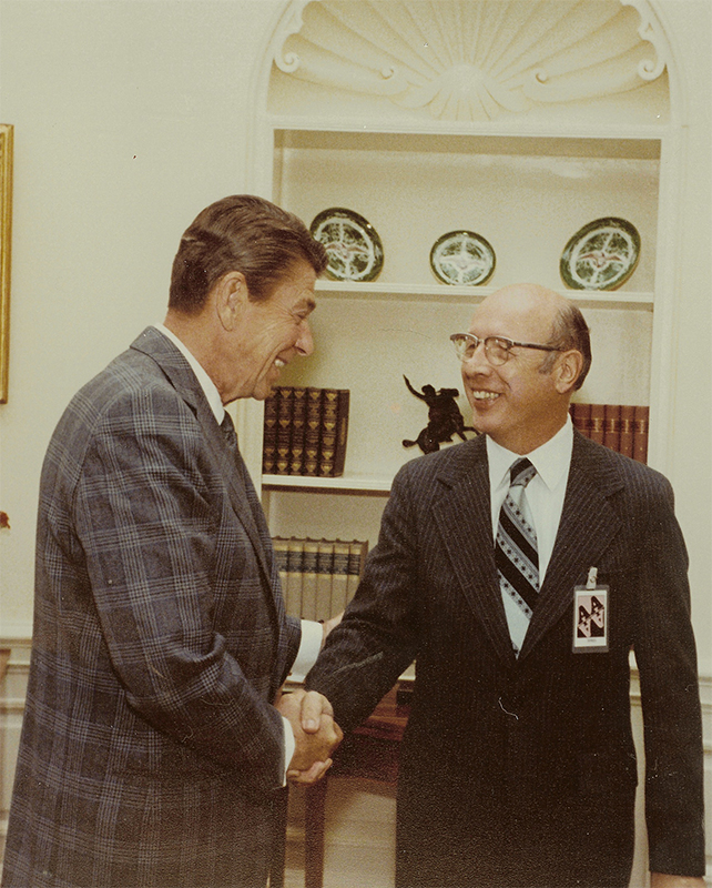 Dwight shakes hands with Ronald Reagan