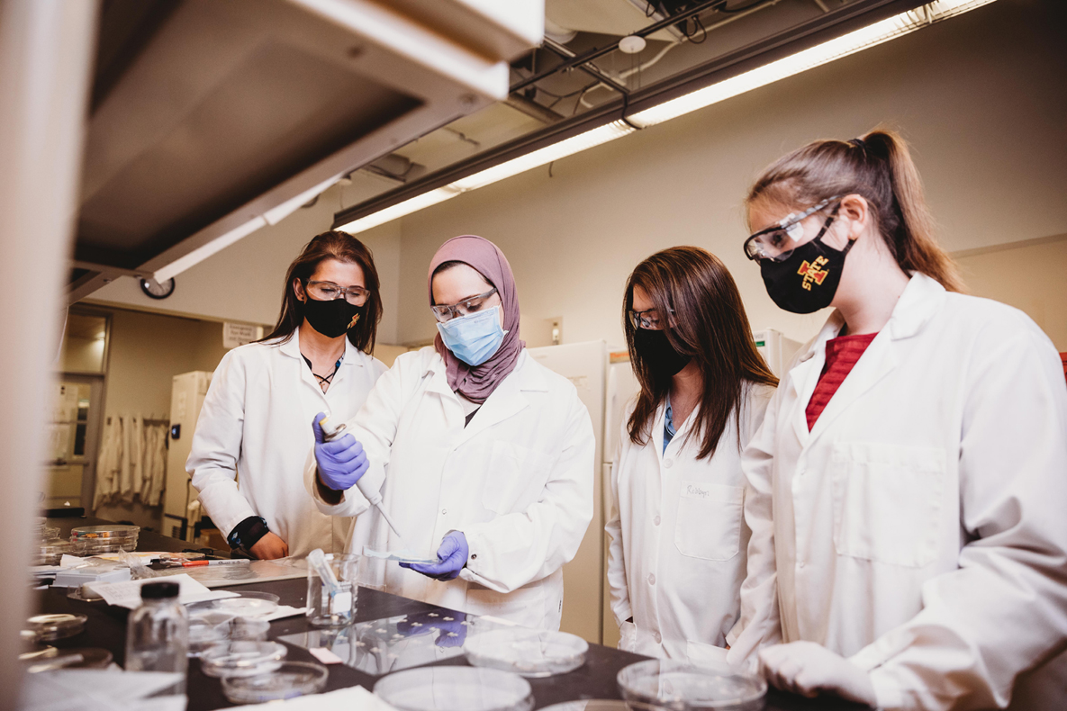 Robbyn Anand and her students work in the chemistry lab