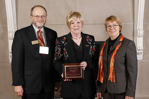 Mack Shelley, Mary Whitaker Lindgren, and Beate Schmittmann at event with plaque.