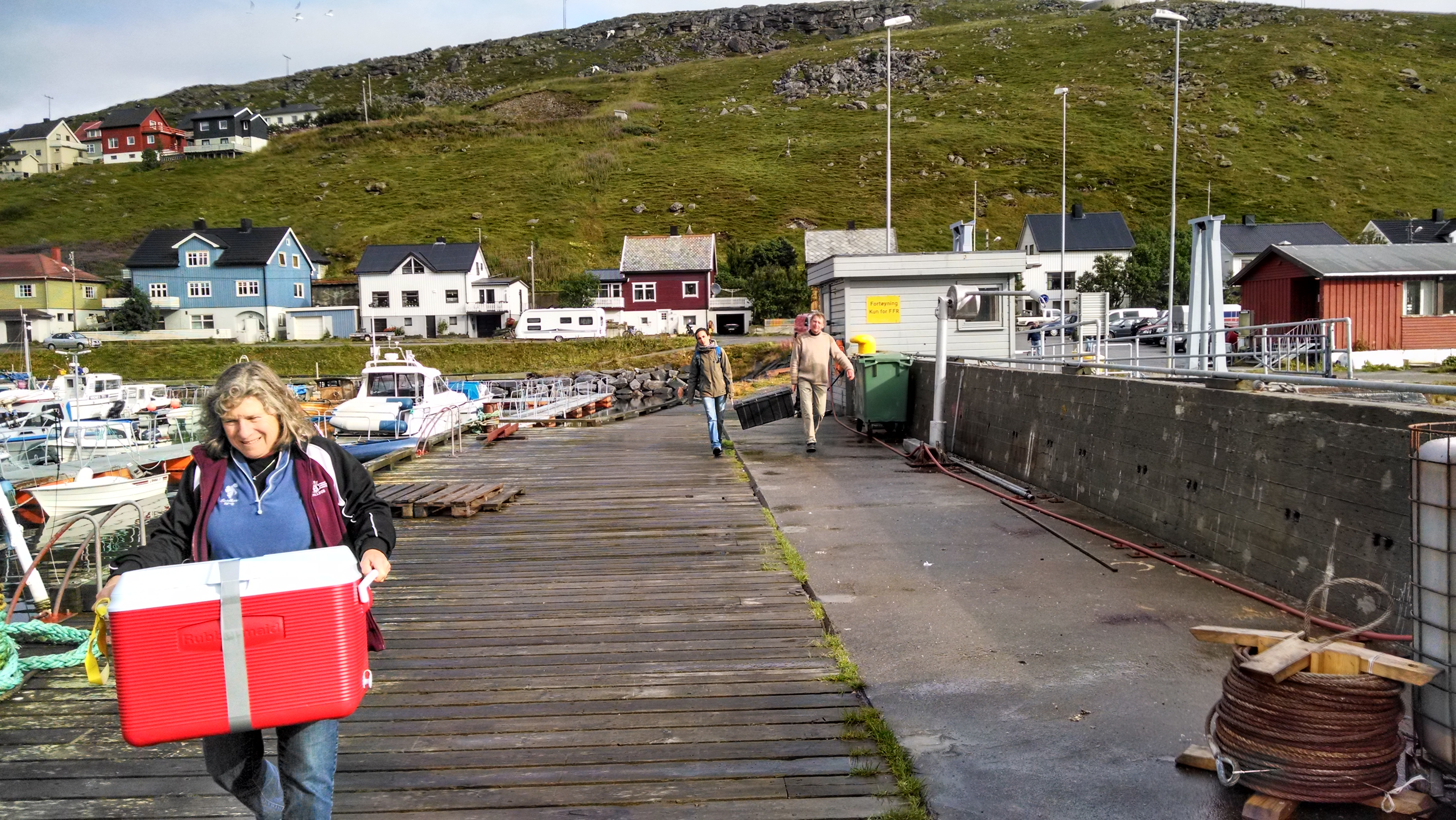 Lugging our gear from the Hurtigruten to the Masøyespressen